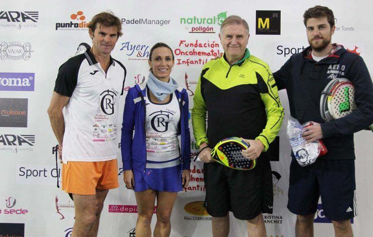 En la foto Cristina Sanchez con el Dr Luis Madero López y su hijo Luis Madero Comes